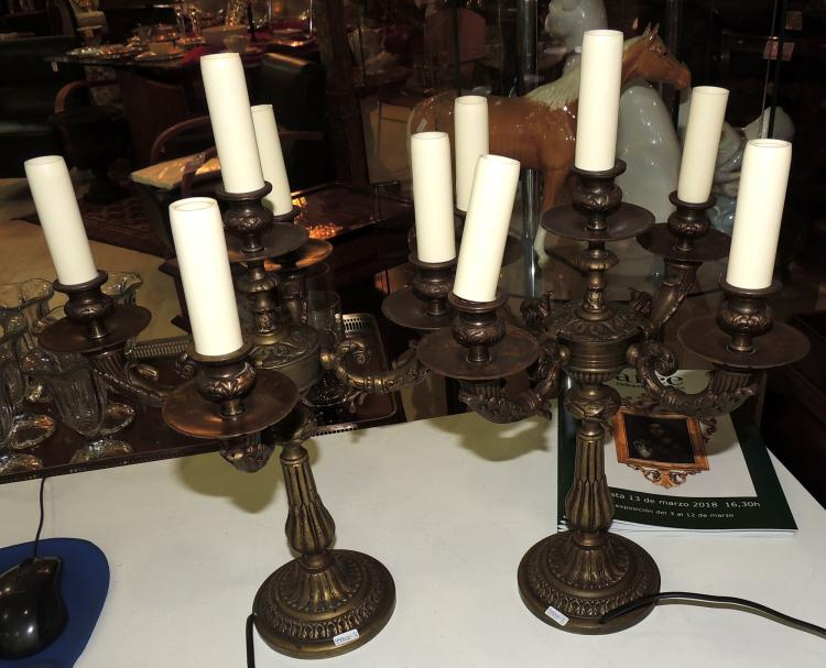 COUPLE OF electrified CANDELABRAS of 5 lights in carved bronze.Height: 45 cm