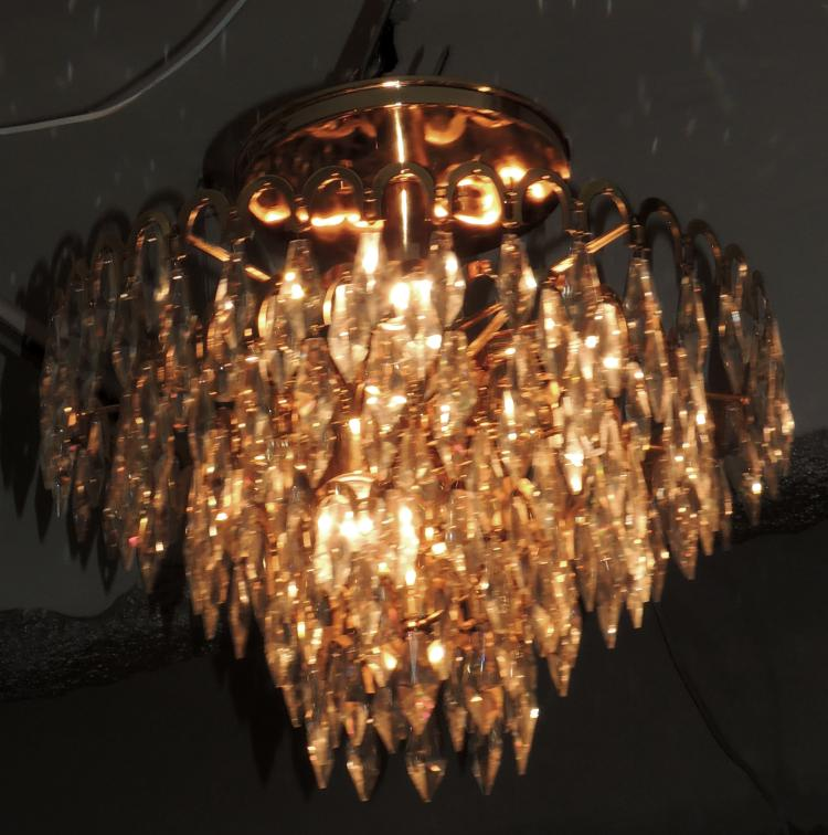CEILING LAMP with 12 lights with five-level crown structure in gilded metal with faceted crystal pendelocks.Diameter approx .: 53 cm.
