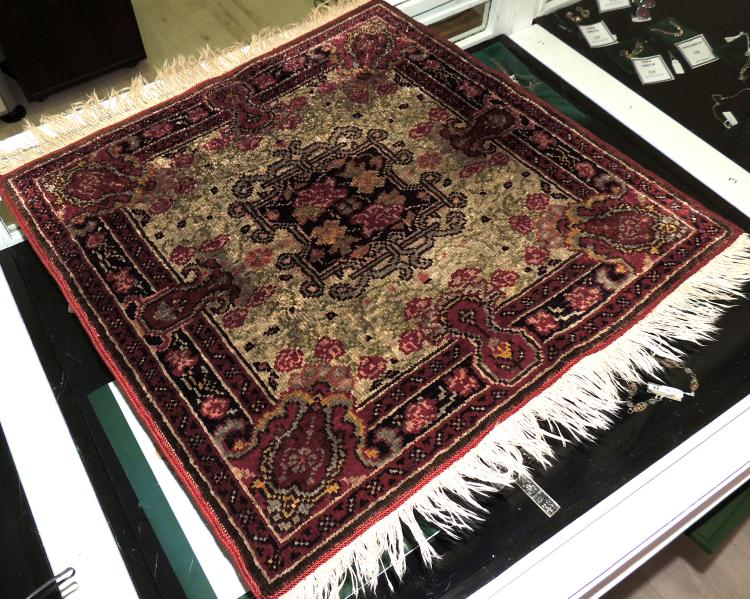 SILK CARPET and wool with central medallion hand-woven in soft tones.Measures: 50x50 cm.