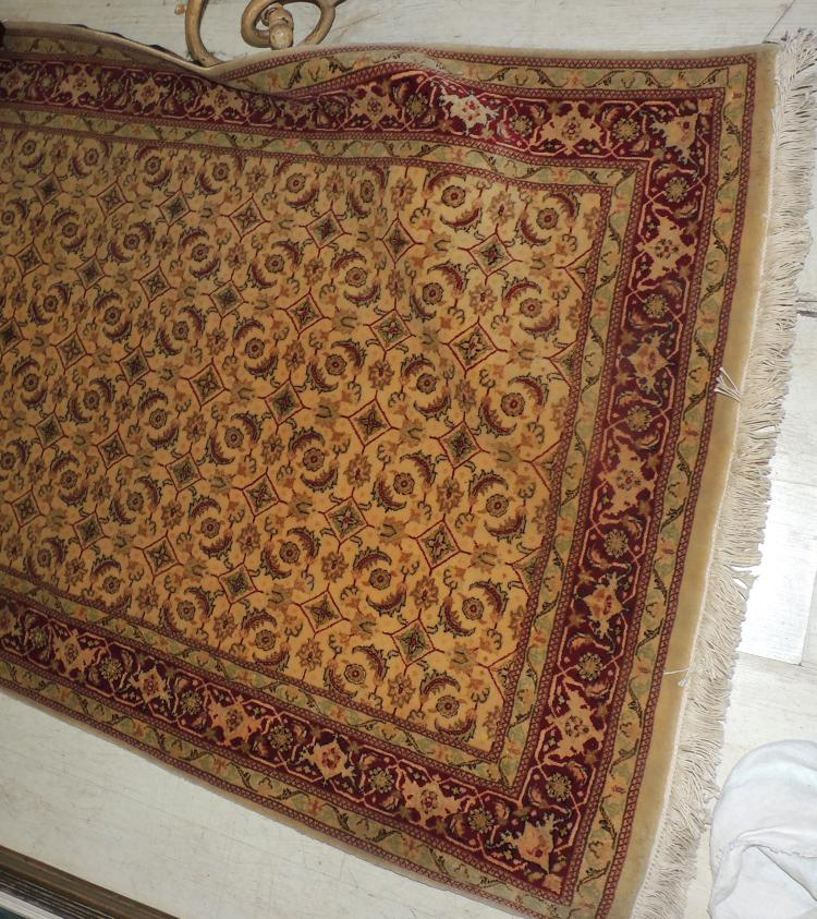 TABRIZ HALL CARPET in hand-knotted wool with geometric decoration in beige and caldera tones.Measures: 218x101 cm.