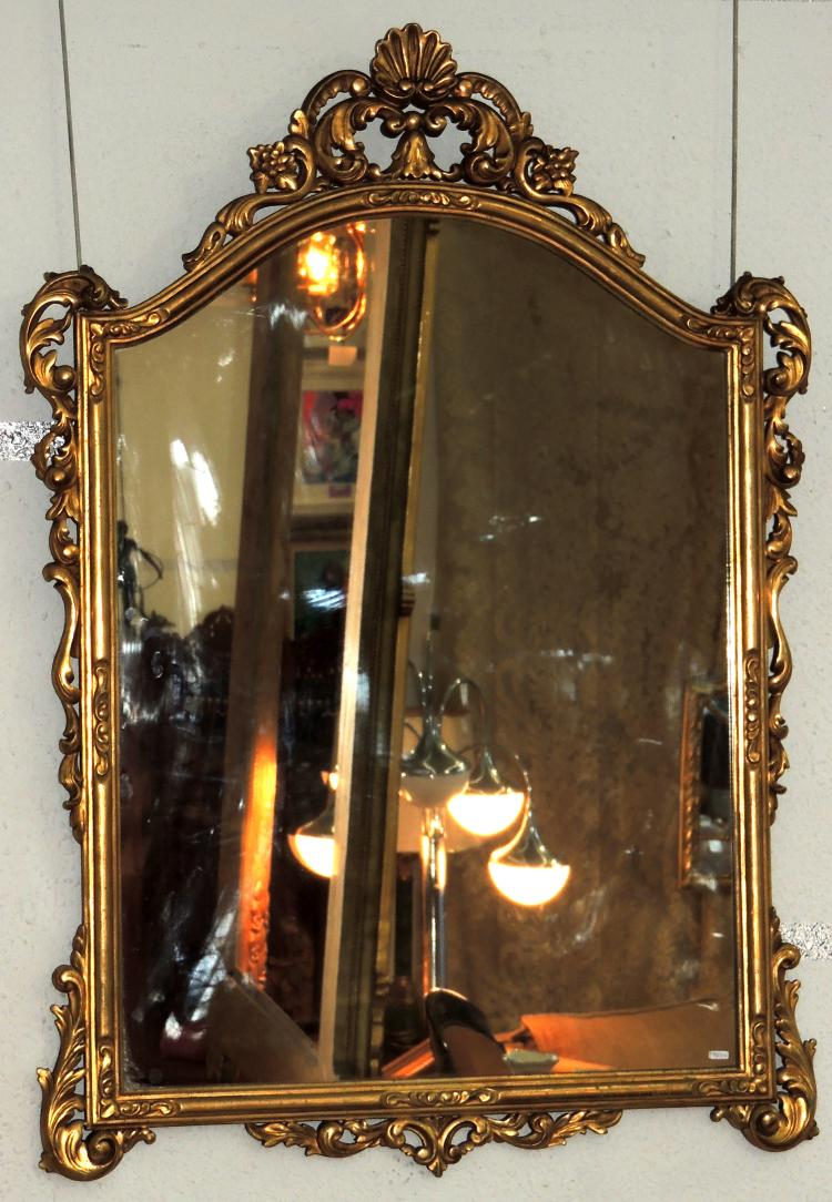 MIRROR CORNUCOPIA in gilded wood and decorated with scrolls topped with discreet tuft.Measures: 12x85 cm.