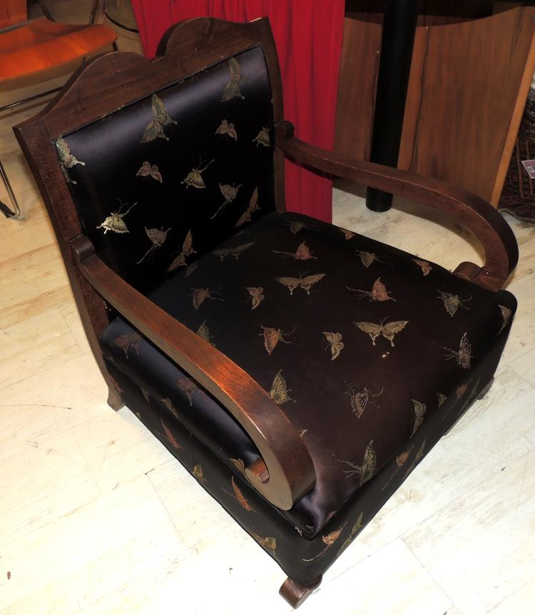 ARMCHAIR YEARS 20 in wood with silk upholstery decorated with butterflies on a gold background.