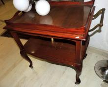 SERVING TROLLEY in wood of two levels with removable band.Measures: 76x70x45 cm.