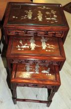 SET OF THREE NEST TABLES in oriental wood with geisha motifs.Measures: 58x41x31 cm.