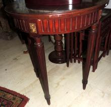 AUXILIARY TABLE in wood with round envelope.Measures: 80x68 cm.