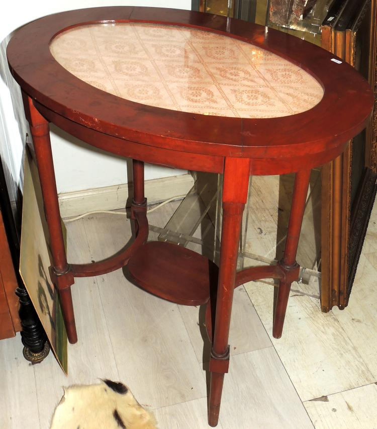 VELADOR TABLE in mahogany wood with circular glass envelope.Measures: 75x70x48 cm.