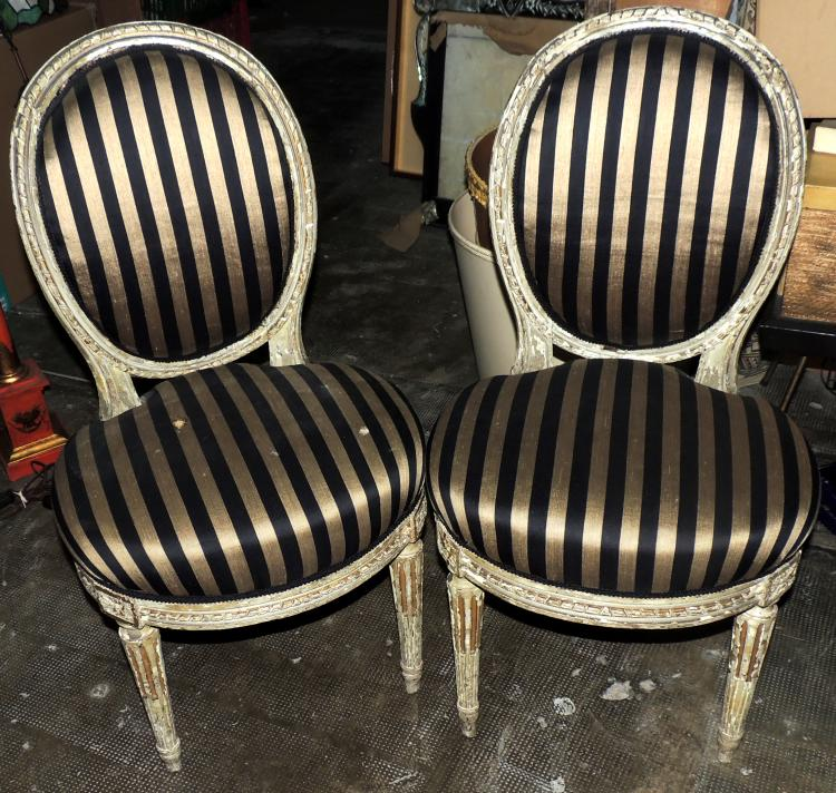 COUPLE OF FRENCH CHAIRS antique in wood with striped upholstery. Lig. after