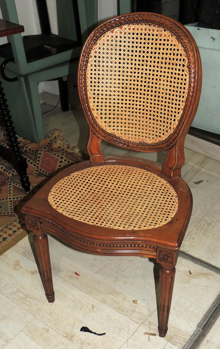 CHAIRS SET in wood with backrest and grid seat.Composed of 6 chairs.