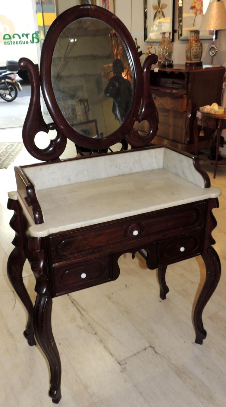 ISABELINO TOILET CABINET in mahogany wood with tilting mirror. Measures: 140x82x42 cm.