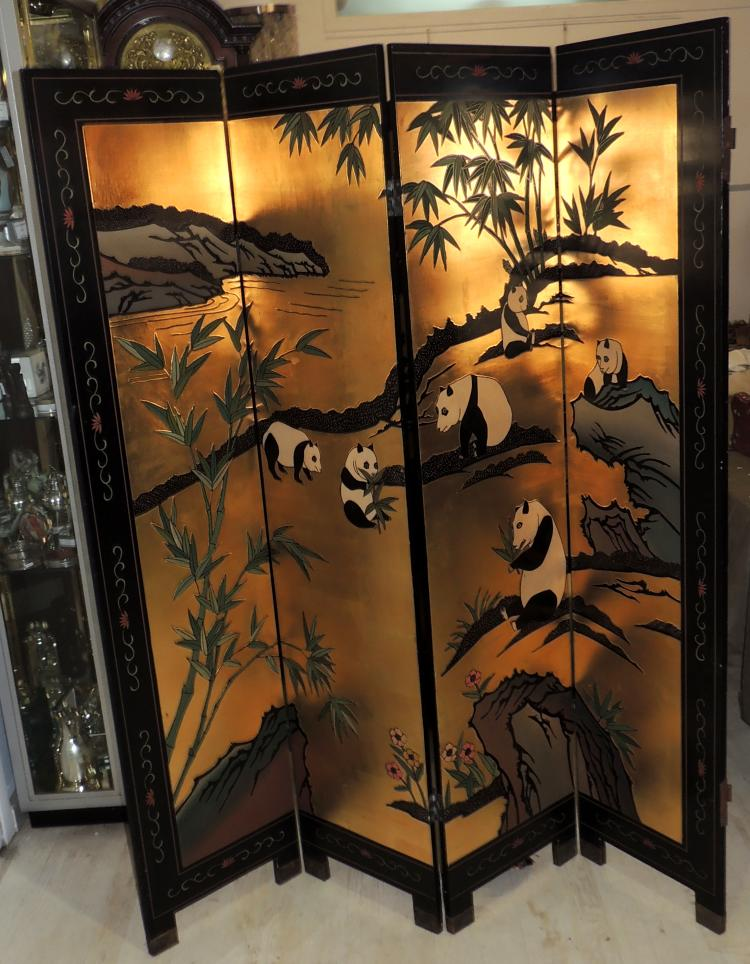 EASTERN SCREEN OF FOUR LEAVES in Chinese lacquer in carved and lacquered wood with decoration of birds and vegetal motifs.Measures: 182x40 cm each leaf.With desp.