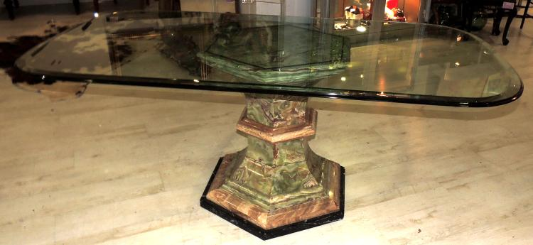 DINING TABLE with base in veined green onyx. With envelope in glass. Measures: 73x186x100 cm.