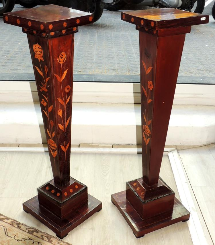 PAIR OF COLUMNS WITH MARCHETRY in wood.Height: 89 cm