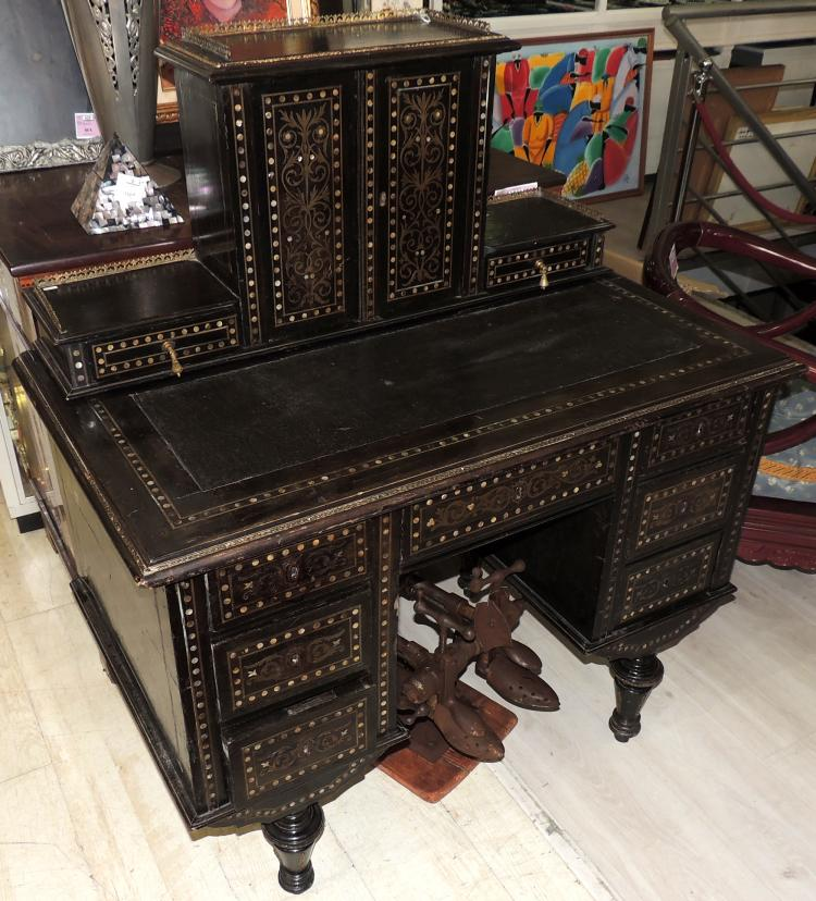 DESKTOP FURNITURE S.XIX french with footstool and marquetry and inlays in mother-of-pearl.Gallery in metal.With drawers and doors.Measures: 118x102x60 cm.