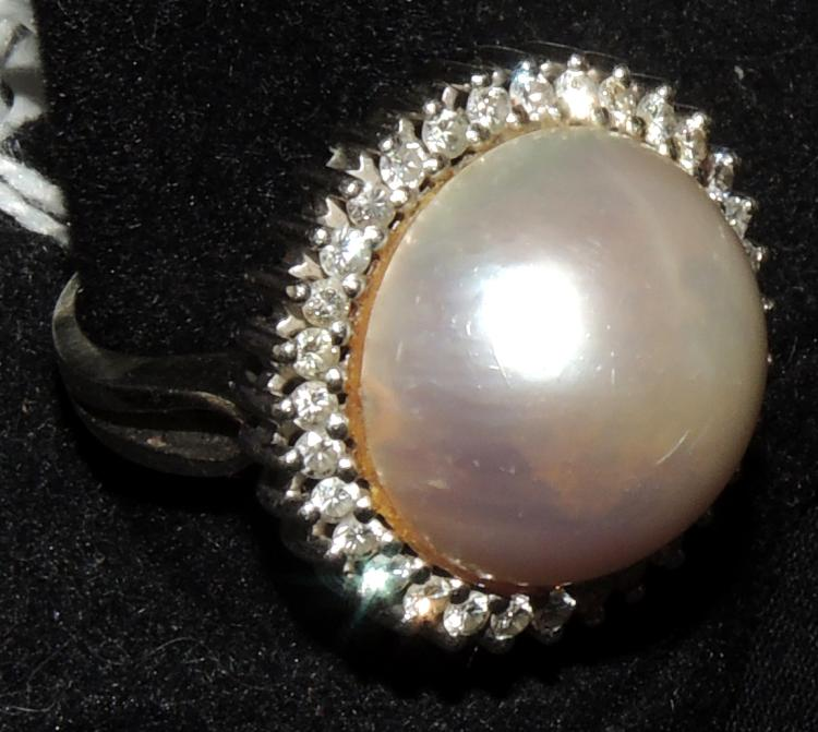 BRILLIANT RING WITH PEARL mabe.With white gold frame.
