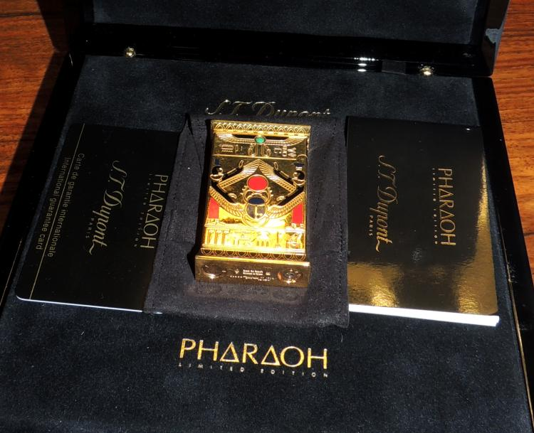 DUPONT ENDENDEDOR in gold plate edition Pharaoh Limited Edition with guarantee letter, certified and in original box.Measures: 6.5x4 cm.