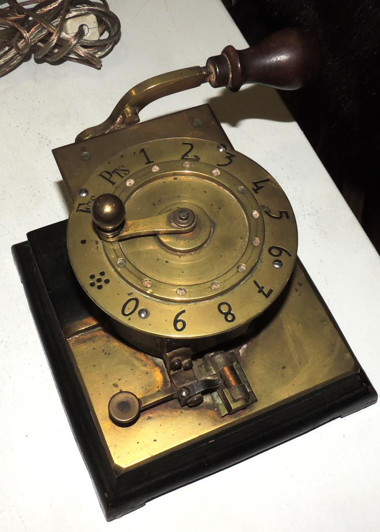 BANKING MACHINERY early S.XX for numbering of beads.Measures: 12x17x16.4 cm.