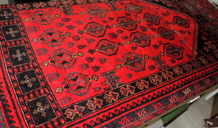 PRAYER CARPET in hand-woven wool in shades of black, gray and gray.Measures: 148x98 cm.Lig desp.