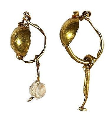 A PAIR OF GOLD EARRINGS Roman Period, ca. 2nd-4th century CE. In good condition. 30-27 mm, 3.0