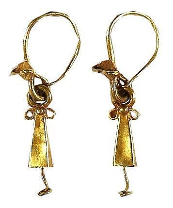 A PAIR OF GOLD EARRINGS Roman Period, ca. 2nd-4th century CE. In good condition. 32 mm, 2.2 gr.