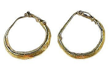A PAIR OF GOLD EARRINGS Roman Period, ca. 2nd-4th century CE. Some damage. 13 mm, 0.6 gr. Ex Dr