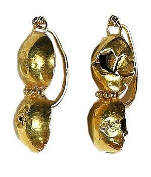 A PAIR OF GOLD EARRINGS Roman Period, ca. 2nd-4th century CE. Some damage. 23 mm, 2.2 gr. Ex Dr