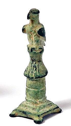 A ROMAN BRONZE EAGLE STANDING ON AN ALTAR Circa 2nd-3rd century CE. With nice patina and in ver