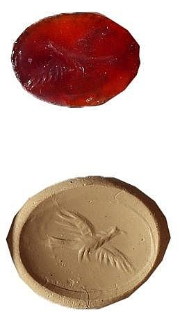 A ROMAN RED CARNELIAN GEM DEPICTING A FLYING EAGLE 2nd-3rd century CE. In very good condition.