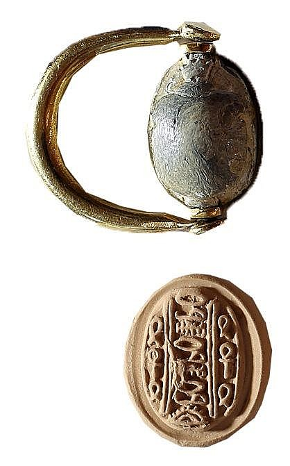 A CANAANITE SCARAB SET IN A MODERN GOLD RING Middle Bronze Age, 1730 – 1550 BCE. Depicting symm