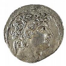 ANTIOCHUS VIII, 121 – 96 BCE Silver tetradrachm 16.4 gr. Obverse: Head of Antiochus to r. Rever