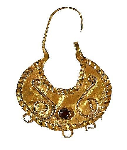 A SINGLE GOLD EARRING Roman Period, ca. 2nd-4th century CE. In good condition. 37 mm, 1.9 gr. S