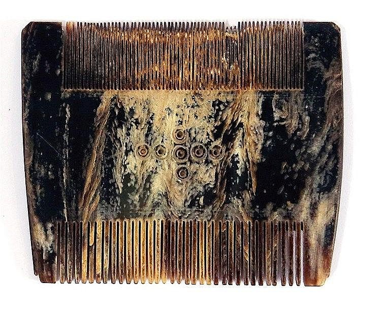 A TORTOISESHELL COMB, DECORATED WITH A CROSS Ca. 17th-18th century CE. In very good condition.