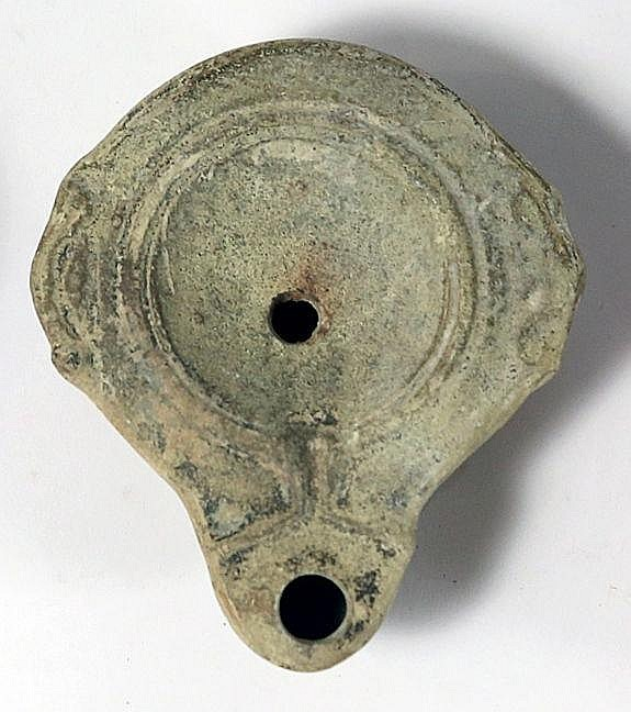 A ROMAN CERAMIC OIL LAMP  1st-2nd century CE. In very good condition. Ex Israel Rosen collection, Te