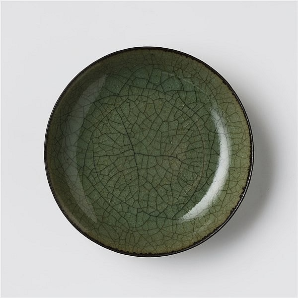 A CELADON CRACKLE-GLAZED DISH