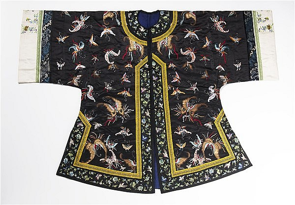 AN INFORMAL BLACK GROUND SILK ROBE