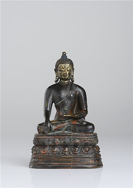A BRONZE FIGURE OF SHAKYAMUNI