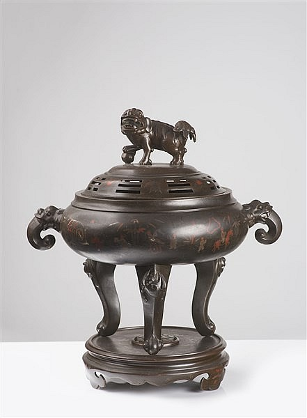 AN UNUSUAL SILVER-INLAID BRONZE TRIPOD CENSER AND COVER