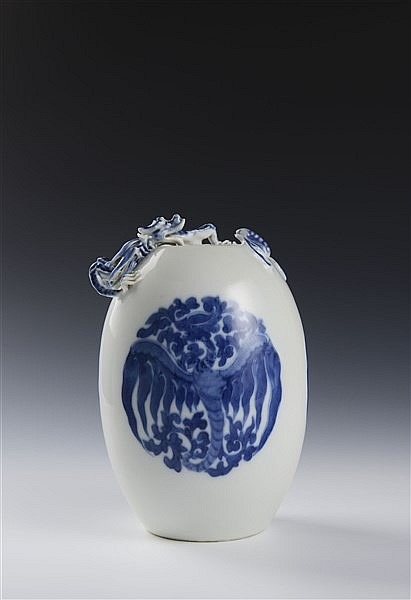 A BLUE AND WHITE OVIFORM 'DRAGON' VASE