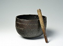 A BOWL-SHAPED GONG