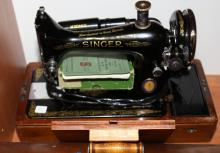 Singer Sewing Machine with accessories kit