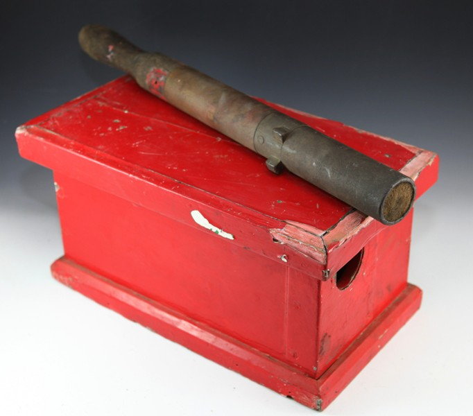 WAGR staff and box - not matching c19th century RED,  box is locked