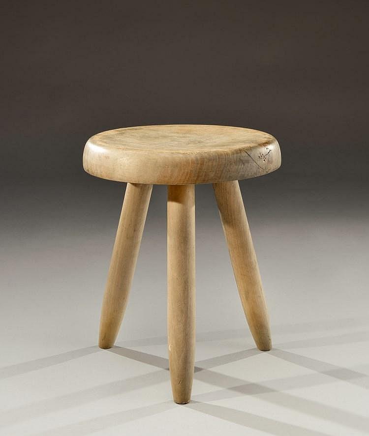 charlotte perriand 1903 1999 tabouret en bois clair assi. Black Bedroom Furniture Sets. Home Design Ideas