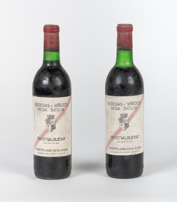 """Lote compuesto por dos botellas Vega Sicilia, Tinto """"Valbuena"""", 5º año."""