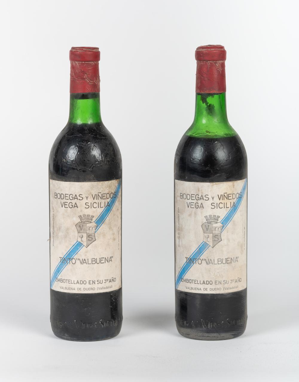 """Lote compuesto por dos botellas Vega Sicilia, Tinto """"Valbuena"""", 3º año."""