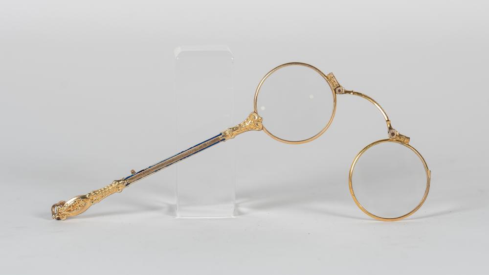 Binocular plegable realizado en plata Vermeil y metal dorado.