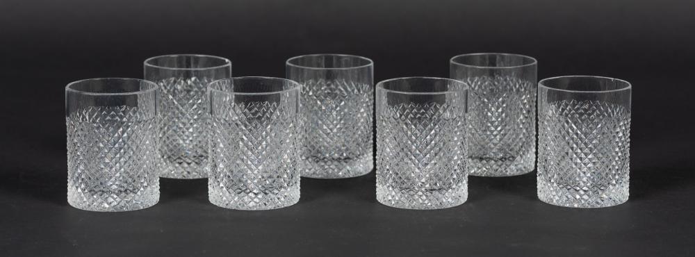 Lote compuesto por siete vasos On the rocks realizados en cristal tallado.