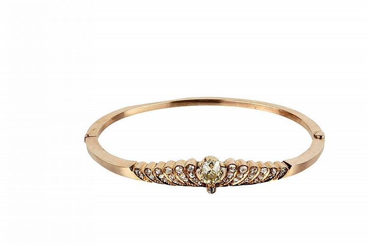 Gold bracelet with important fancy diamond, early 20th cent.