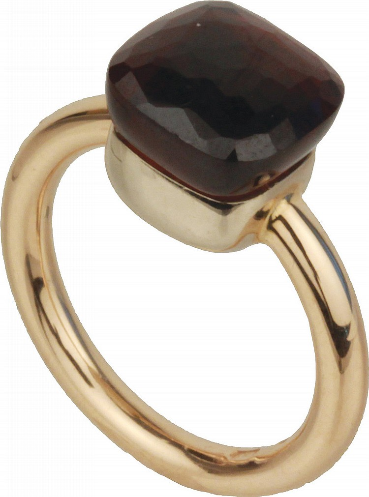 Pomellato gold ring with garnet.