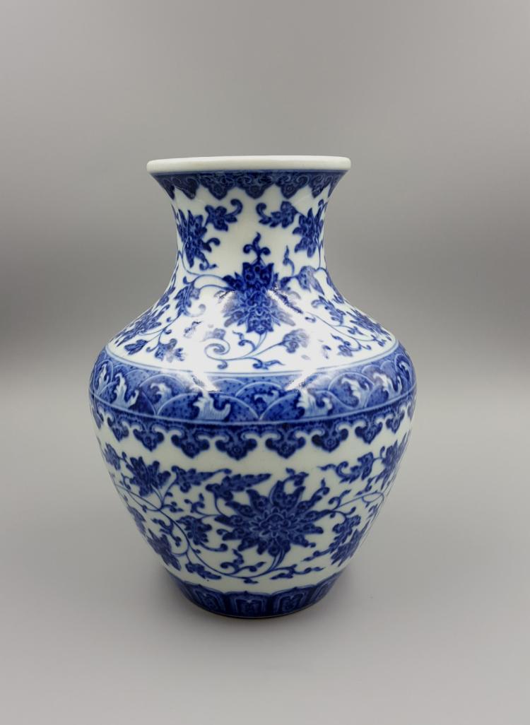 chinese blue and white porcelain vase 1900s. Black Bedroom Furniture Sets. Home Design Ideas