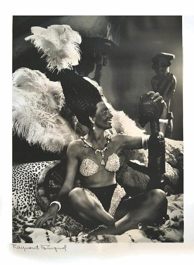 VOINQUEL RAYMOND  Portrait d'Arletty pour le film Les Perles de la Couronne, 1937 - Raymond VOINQUEL (1912-1994)     vers  1970