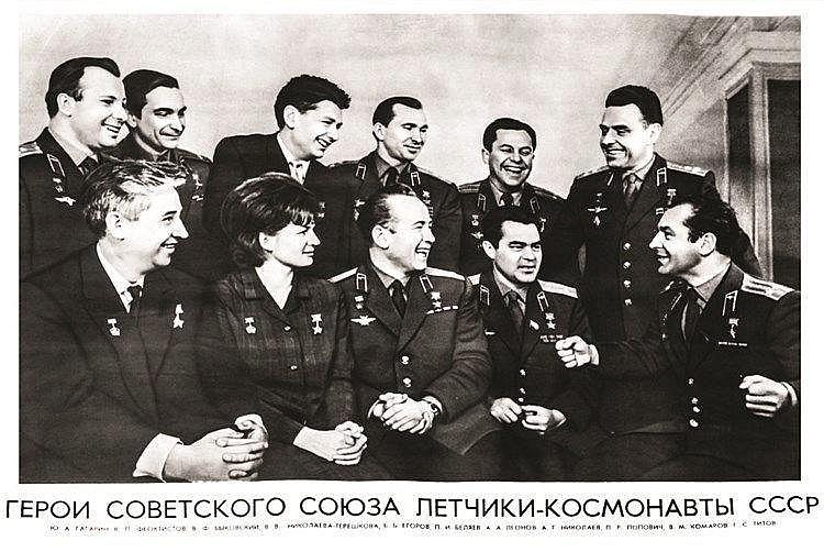Affiche Russe avec tous les Cosmonautes dont Yuri Gagarine & Valentina Terechkova 1965